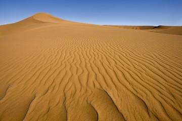 Afrika, Namibia, Sanddünen mit Himmel