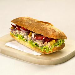 Sandwich mit Käse mit Thunfisch