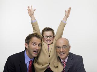 Enkel Großvater Opa und Sohn tragen Businesskleidung Anzug