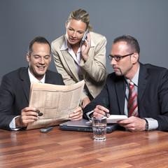 Geschäftsleute im Büro beim arbeiten