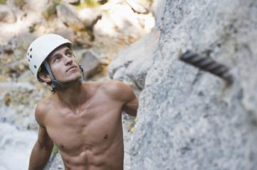 Österreich, Steiermark, Ramsau, Silberkarklamm, Mann beim Klettern