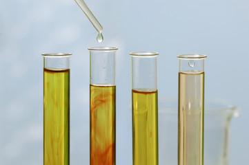 Pipette, Zugabe von flüssiger Probe in Teströhrchen
