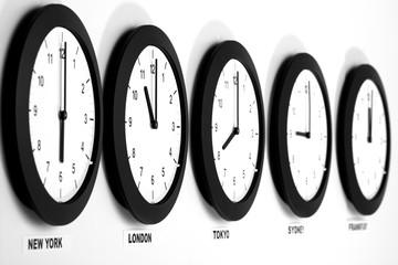 Uhren an der Wand, Mittlere Greenwich-Zeit Symbol für Zeitumstellung