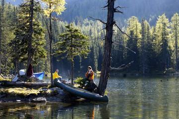 Mann und Frau, Camping am See