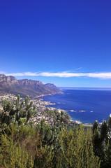 Südafrika, Kapstadt, Camps Bay und Bakoven von Lions Head