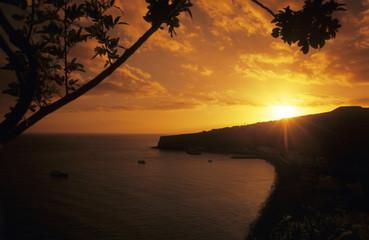 Spanien, La Gomera, Playa Santiago bei Sonnenuntergang