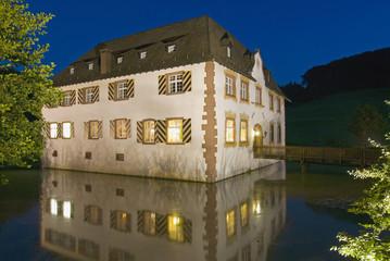 Deutschland, Inzlingen, Wasserschloss in der Nacht