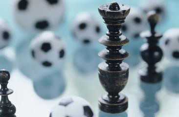 Fussball und Schachfiguren