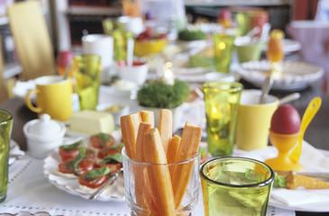 Ostern Tischdekoration, Möhrenscheiben im Glas