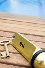 Hotelzimmer Schlüssel von Schwimmbad, close-up