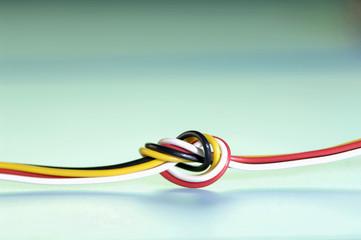 Geknotete elektrischen Leitungen