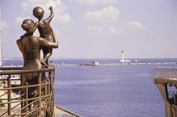 Odessa, Ukraine, Bronzestatue auf See Terminal