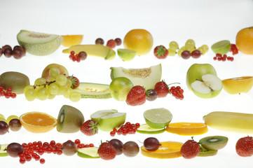 Frische Früchte in einer Reihe
