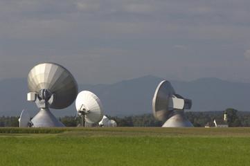 Deutschland, Bayern, Raisting, Parabolantenne, Satellitenschüsseln