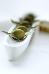 Olive und Olivenblätter