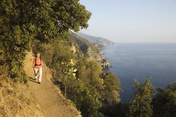 Italien, Ligurien, Vernazza, bergsteiger