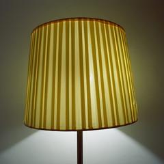 Beleuchtet elektrische Lampe mit Schirm, close-up