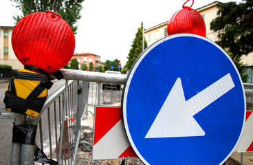 red signal lamps and a road sign to delimit the roadworks in the