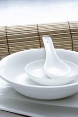 Weißes Porzellan Geschirr