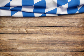 Hintergrund zum Oktoberfest / Flagge / Holz