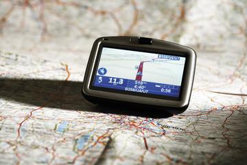 Navigationsgerät auf Karte