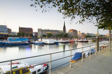 Deutschland, Hamburg, Blick auf Altstadt und StNicolai Kirche