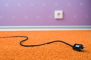 Gezogener Stecker auf Teppich
