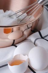 Eier und Eiweiß verquirlt