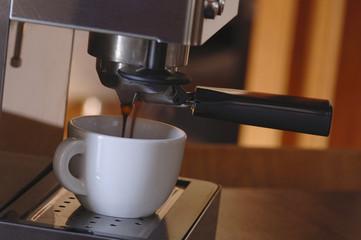 Espresso-Maschine mit Tasse