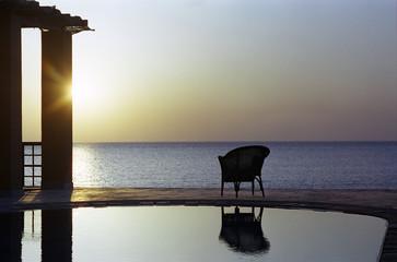Stuhl Schwimmbad Strand bei Sonnenuntergang