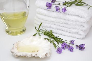 Lavendel, Handtücher und Muschel