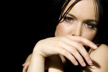 Porträt von sexy Frau Hand in den Mund