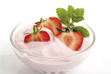 Erdbeer-Sahne-Creme in einer Schüssel