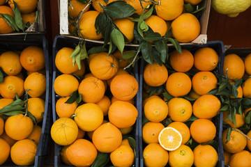 Orangen in Kisten, Marktstand