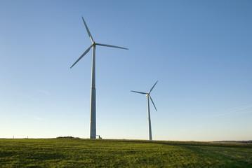 Deutschland, Rhön, Windräder im Feld