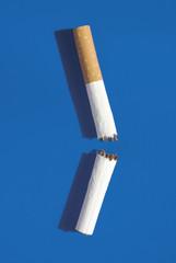 Gebrochene Zigarette rauchen aufhören