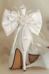 Brautschuh mit Schleife