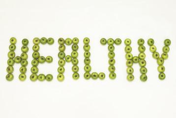 Gesund mit grünen Äpfeln, close-up, geschrieben