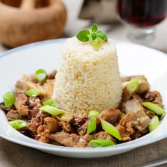 Sojafleisch-Champignon-Geschnetzeltes mit Reis