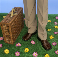 Geschäftsmann mit Picknick-Korb