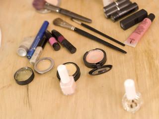 Kosmetik auf dem Tisch