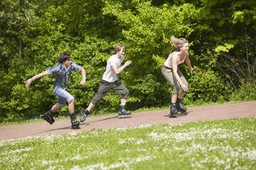 Jugendliche beim Inline-Skating