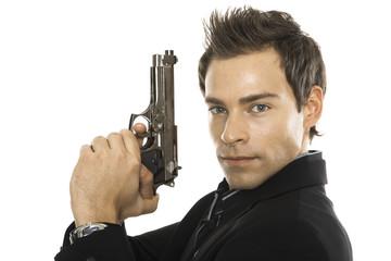 Junger Mann halten Hand Pistole, close-up