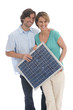 Paar halten Solarzelle