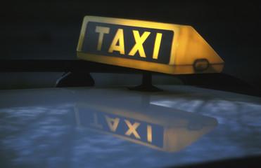 Deutschland, München, Taxi in der Nacht