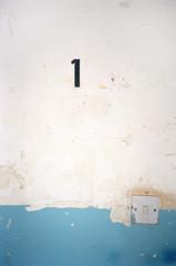 Nummer 1 'auf Peeling Wand