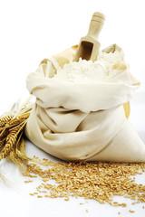 Weizenähren, Getreide, Schrot und Sack Mehl