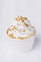 Frozen Yoghurt mit Krokant