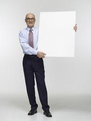 Geschäftsmann halten Schild, Portrait