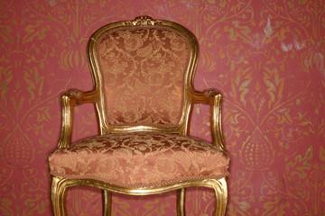 Rückenlehne eines alten Stuhls